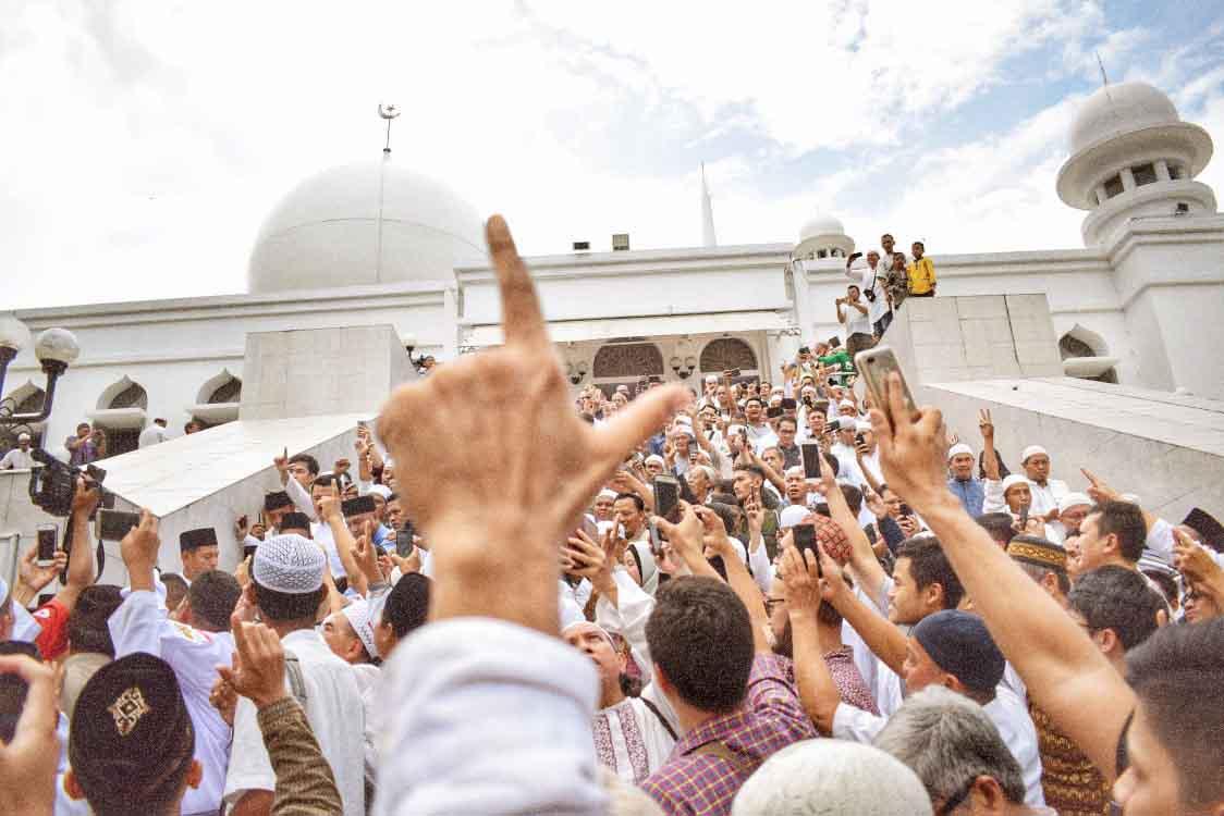 Politik Uang dan Kecurangan Pemilu Marak: Mengapa Prabowo-Sandi Masih Unggul