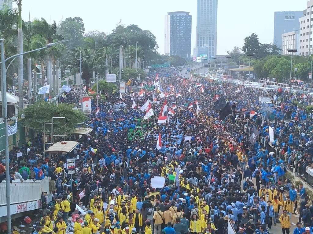 Jokowi Hadapi Tiga Masalah Besar: Demo Mahasiswa, Karhutla dan Papua